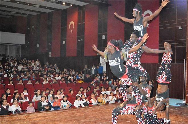 Öğrenciler için Arena Akrobasi Gösterisi..