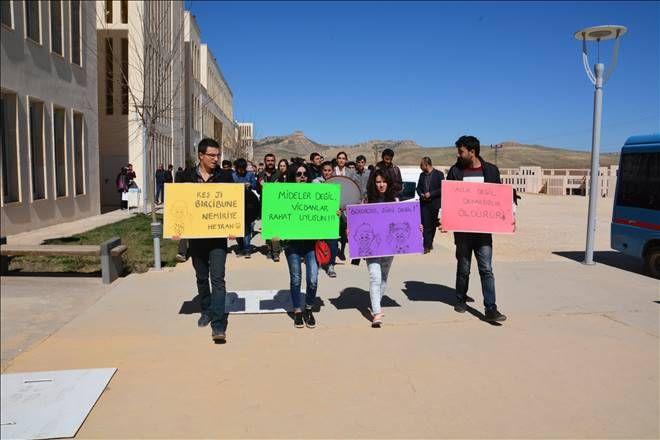 Öğrenciler Üniversite yönetimine tepki gösterdi