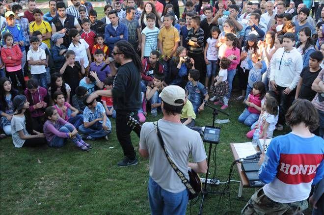Savaş mağduru çocuklardan 4 dilde rap konseri