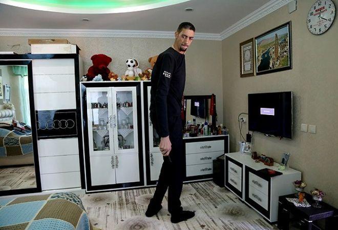 """""""Dünyanın en uzun adamı""""nı İngiltere daveti"""