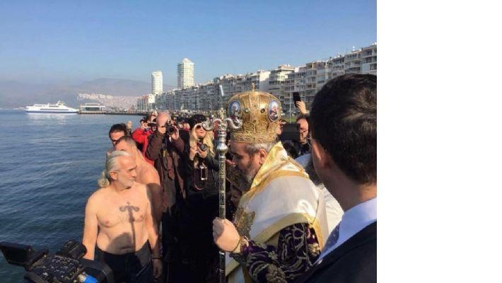 Ortodokslar, Denize Haç attı, suya atladı