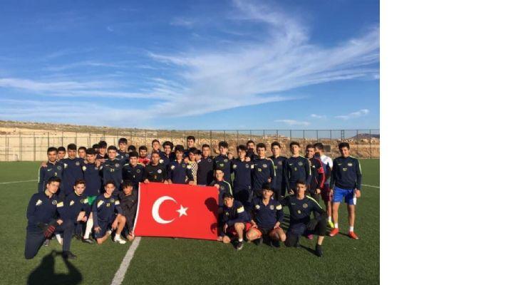 Futbolu özleyen gençler antrenmanlara koştu