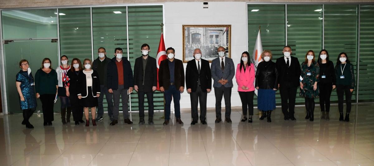 İzmir Karabağlar'ın planları meslek odalarına anlatıldı