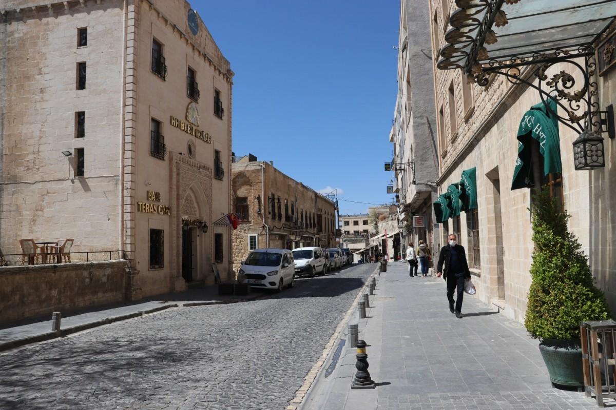 Kısıtlama kararlarının ardından Mardin cadde ve sokakları boş kaldı.