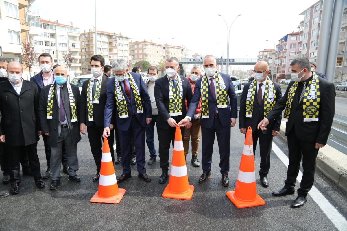 Kocaeli'de Karamürsel Köprülü Kavşağı trafiğe açıldı
