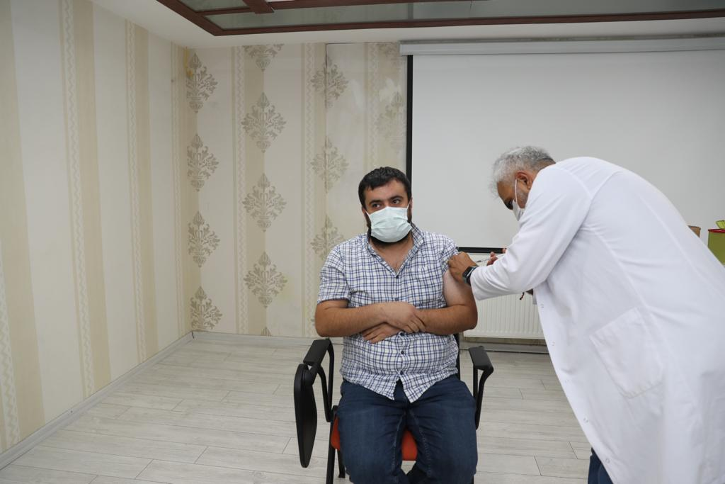 Mardin Büyükşehir Belediyesi personelinden aşılanmaya yoğun ilgi