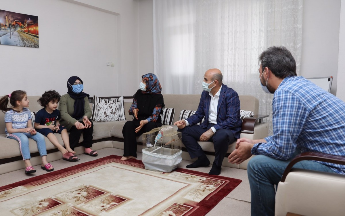 Mardin Valisi Demirtaş, kuşu kaybolan kızı sevindirdi