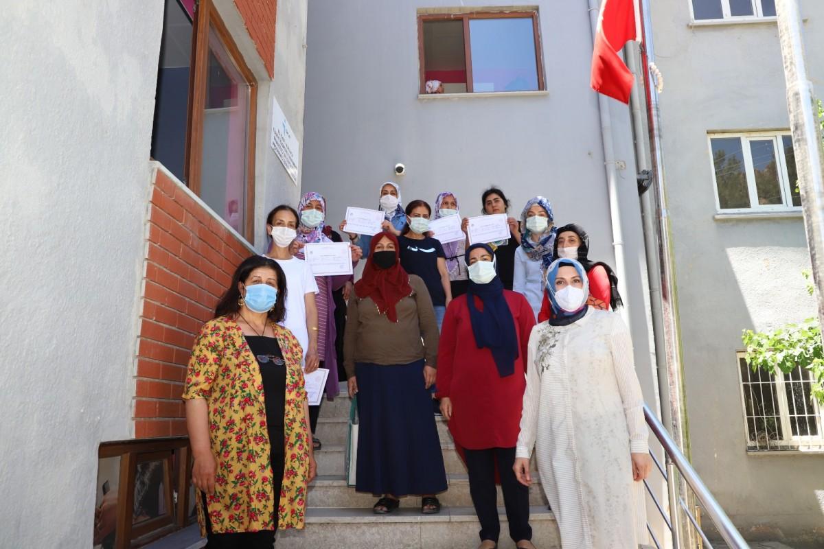 MARMEK'te eğitimlerini tamamlayan kadın kursiyerler sertifikalarını aldı
