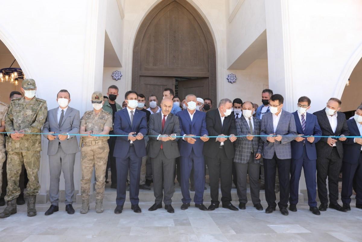 Vali Demirtaş, Midyat'ta Cami Açılışına Katıldı
