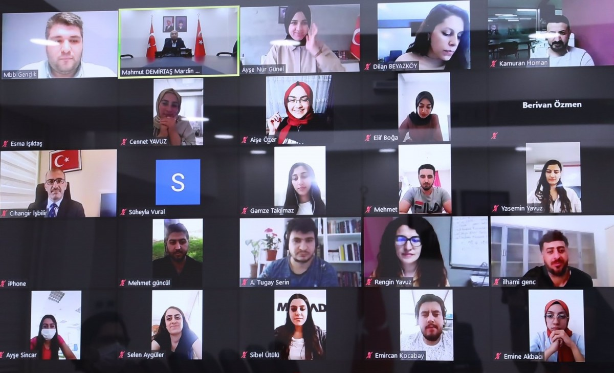 Vali Demirtaş, video konferansla gençlerle buluştu