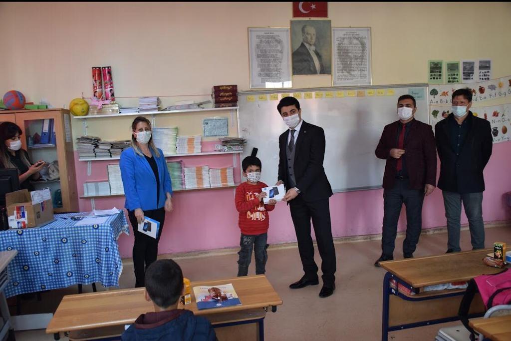 Yeni Dünya Kampanyası'nda  Savurlu öğrenciler tabletlerine kavuştu