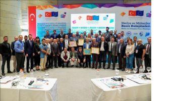 Medya ve Mülteciler Basın Buluşmaları İzmir´de gerçekleştirildi