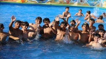 Suriyeli çocuklar için açılan havuza yoğun ilgi