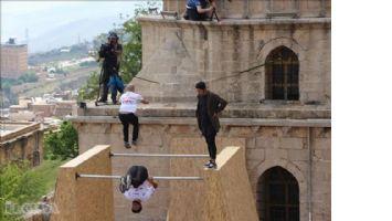 Tarihi yapılar akrobatik gösterilere sahne oldu