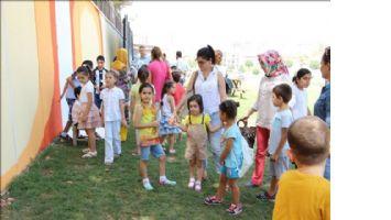 Çocuklar TEDAŞ Parkı´ın duvarlarını boyadı