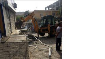 Borç yüzünden elektrikleri kesilen belediye, Dicle Elektrik hizmet binasını yıktı