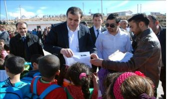 Kaymakam Bingöl, Suriyeli ve Iraklı öğrencilerle birlikte karne sevincini yaşadı