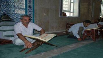 Midyat´ta itikâf ibadeti için camiye kapandılar