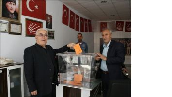 CHP ilçe başkanı Mustafa Altundağ Güven Tazeledi.