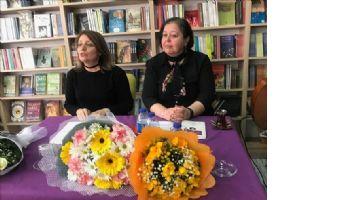 Öğretim Üyesi Rana Taşkın kitabını imzaladı