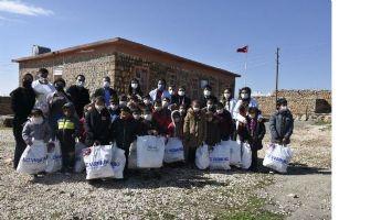 Sağlık çalışanları köy okullarını unutmadı
