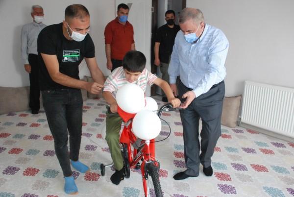 Başkan Şahin'den down sendromlu İbrahim'e doğum günü sürprizi