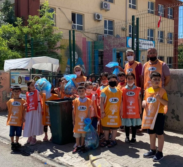 Çevre Gününde, Okullarının çevresini temizlediler