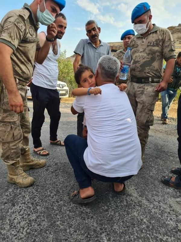 Dağda kaybolan 3 yaşındaki Hazal'ı Mehmetçik buldu