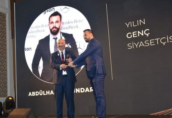 Dündar'a Genç Siyasetçi ödülü