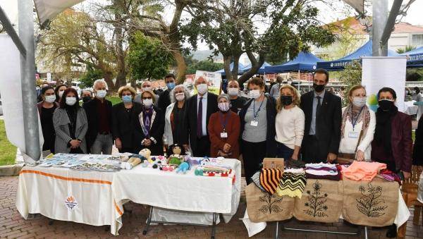 İzmir Karabağlar'da sokak hayvanları yararına kermes