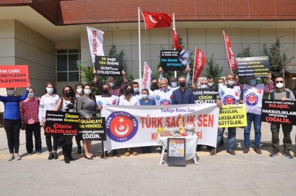 Kocaeli'de sağlık çalışanları tencere gösterdi